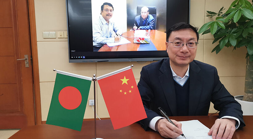 The contract was signed online by He Wen, chief economist of CTIEC, and Nasir's board Chairman and President.
